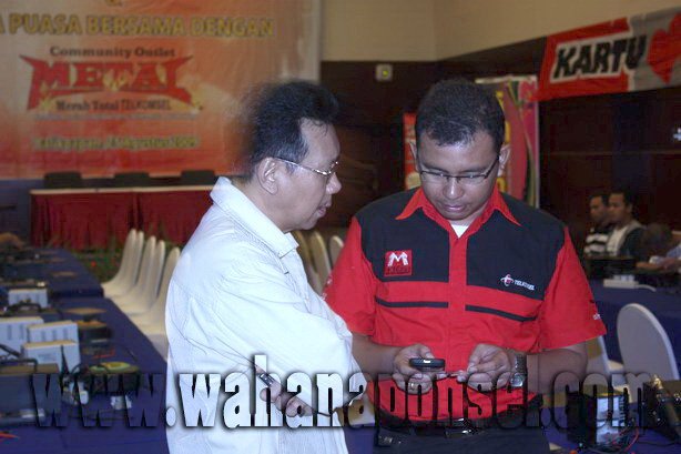 Workshop-Reparasi-Ponsel-Outlet-Telkomsel-09_exposure