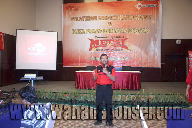 Workshop-Reparasi-Ponsel-Outlet-Telkomsel-19_exposure