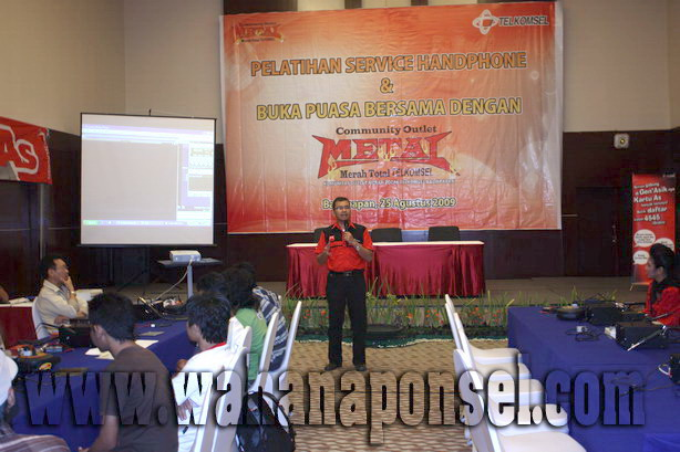 Workshop-Reparasi-Ponsel-Outlet-Telkomsel-21_exposure