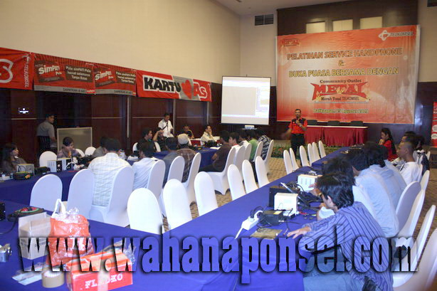 Workshop-Reparasi-Ponsel-Outlet-Telkomsel-24_exposure