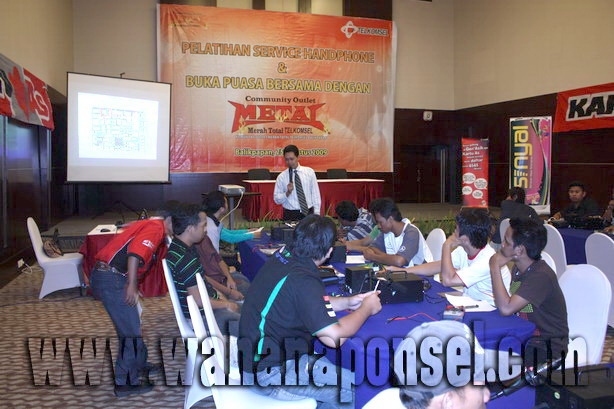 Workshop-Reparasi-Ponsel-Outlet-Telkomsel-36_exposure