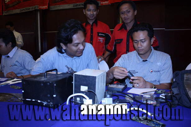 Workshop-Reparasi-Ponsel-Outlet-Telkomsel-39