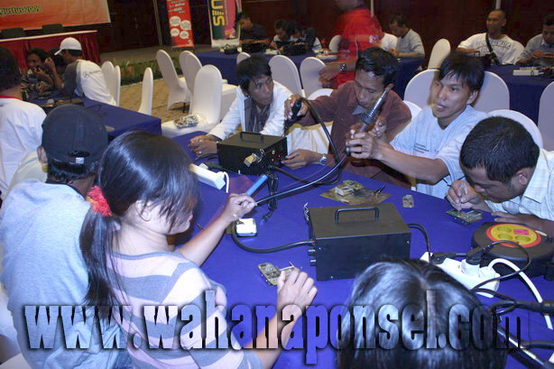 Workshop-Reparasi-Ponsel-Outlet-Telkomsel-64_exposure