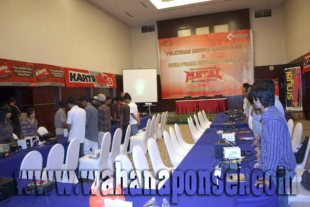 Workshop-Reparasi-Ponsel-Outlet-Telkomsel-18_exposure