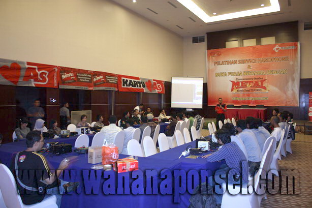 Workshop-Reparasi-Ponsel-Outlet-Telkomsel-23_exposure