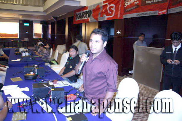 Workshop-Reparasi-Ponsel-Outlet-Telkomsel-28_exposure