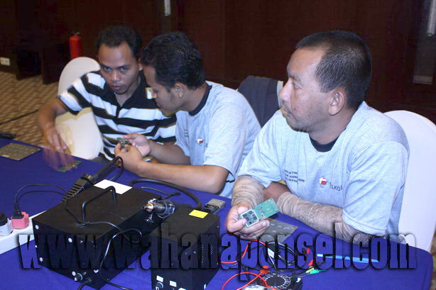 Workshop-Reparasi-Ponsel-Outlet-Telkomsel-31_exposure