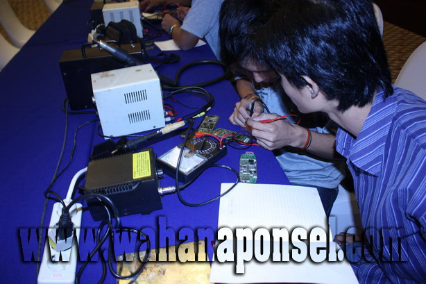 Workshop-Reparasi-Ponsel-Outlet-Telkomsel-32