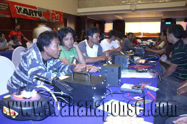 Workshop-Reparasi-Ponsel-Outlet-Telkomsel-44_exposure