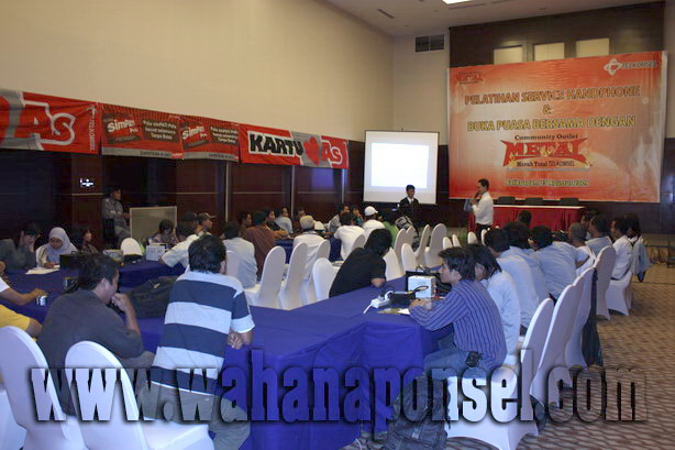 Workshop-Reparasi-Ponsel-Outlet-Telkomsel-49_exposure