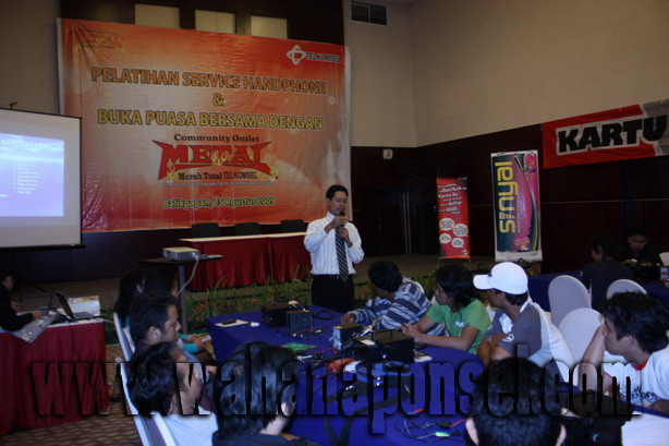 Workshop-Reparasi-Ponsel-Outlet-Telkomsel-55