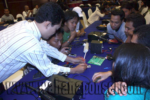 Workshop-Reparasi-Ponsel-Outlet-Telkomsel-60_exposure