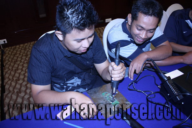Workshop-Reparasi-Ponsel-Outlet-Telkomsel-61