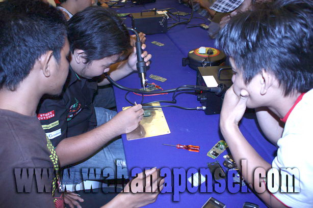 Workshop-Reparasi-Ponsel-Outlet-Telkomsel-63_exposure