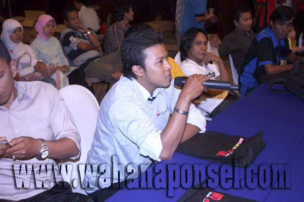 Workshop-Reparasi-Ponsel-Outlet-Telkomsel-73_exposure